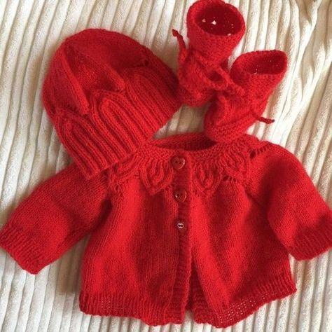 Ensemble de naissance gilet, bonnet et chaussons rouges