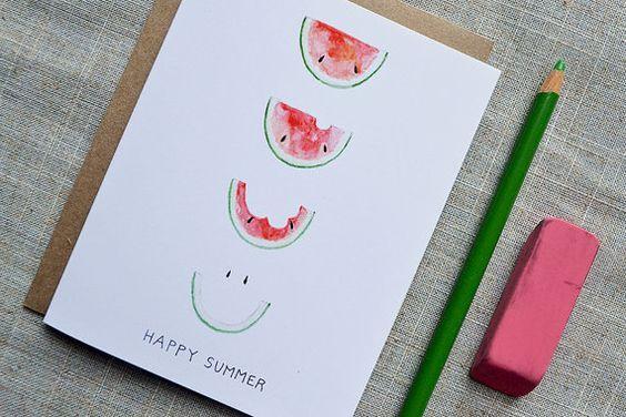 夏といえば、暑中見舞いや残暑見舞いを親しい人に送る季節。夏らしい素敵なお便りを、手作りしたはがきで送ってみませんか?上手に絵を描けない人でも、アイデア次第で可愛いメッセージカードを簡単に手作りできますよ。子供といっしょに遊びながら作れるものもあるので、家族で楽しみながら制作しましょう。SNSが普及した今だからこそ、温かみを感じる手紙で季節のご挨拶をしましょう。サマーカードのアイデアをご紹介します。   ページ1