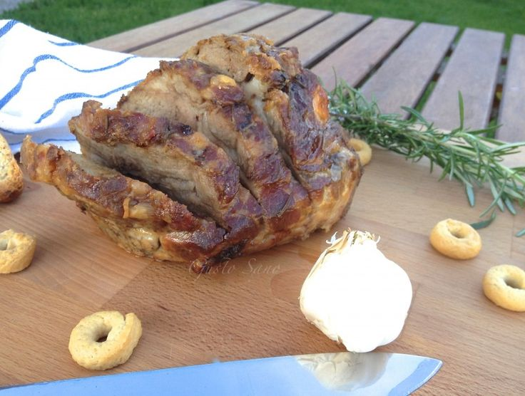 La Coppa di maiale al forno e' un piatto gustoso , e cotto cosi' perdera' molto grasso, sebbene non sia un piatto light..