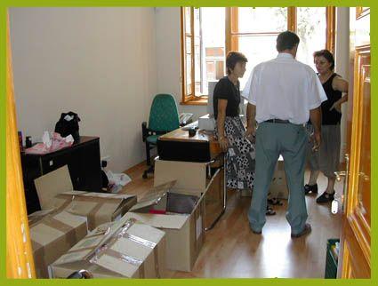 Lakossági és közületi bútorszállítás, bútorszerelés! Bútorok lakáson belüli mozgatása, áthelyezése, antik bútor szállítás, tehertaxi! Tel.:+361 390 0000