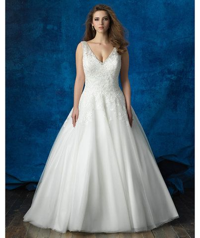 5 Gorgeous Full Figured Wedding Gowns | Gowns with an Empire silhouette and structured fabrics will look great. Here, five picks from our editors.
