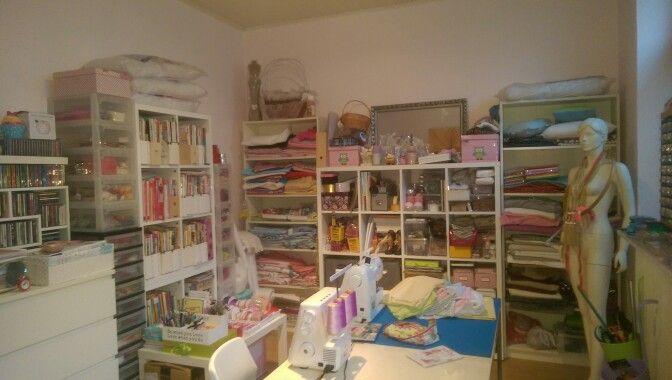 Ein Raum für Kreative Näharbeit !! Una stanza per cucire cose creative  !!