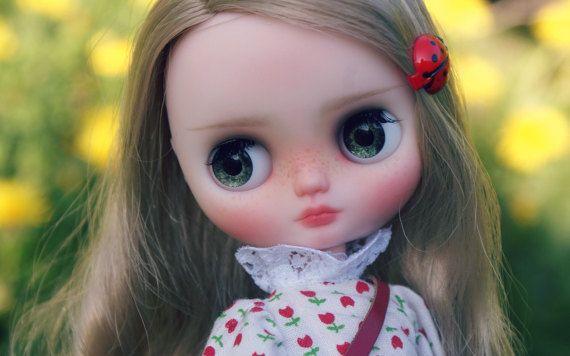 Thumbelina - zakázková OOAK Middie blythe panenky, jedinečné umělecké panenky podle AlmondDoll