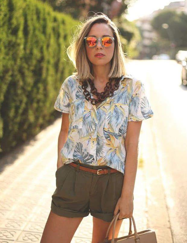 La blouse imprimé avec le short kaki, @Capture écran Pinterest / surmon36.ca