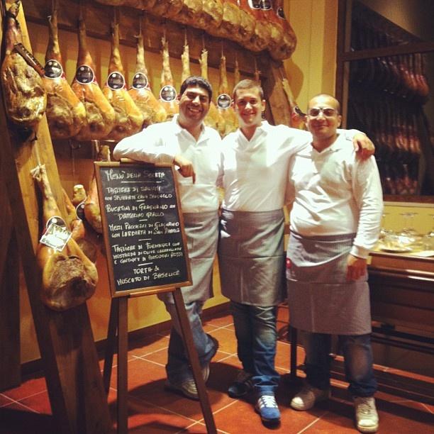 La Bottega di Nonna Vittoria vi aspetta a Gragnano! #enoteca #prosciutteria #degustazione #gragnano