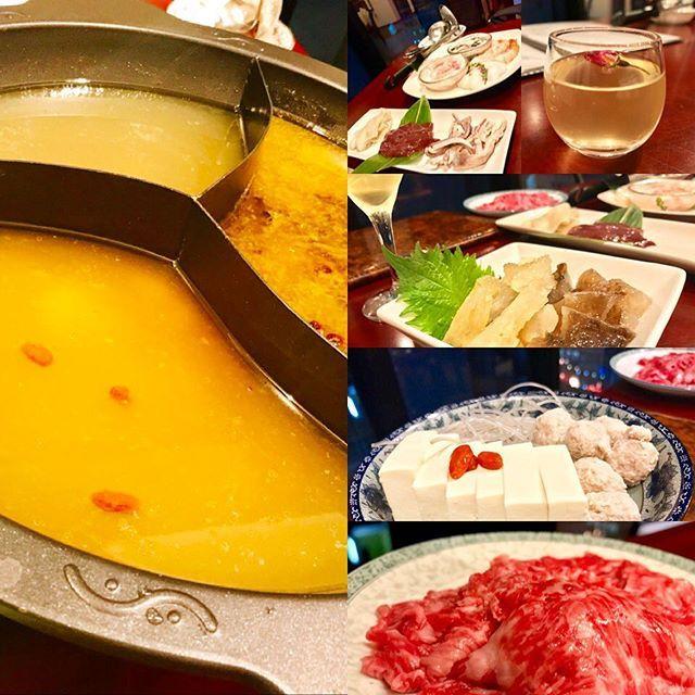 銀座🍗#趙楊 🥂 辣味のスープ、鶏だしの老酒スープ、四川トリュフとフカヒレのスープの3種類の鍋。 ☆ どれも旨味がすごくて、具材も盛りだくさんで楽しい鍋会🍴 ☆ なまことかぷるんぷるんでお気に入り💕 ☆ 辛〜い鍋であったまりたい季節だよね😋 ☆ #銀座 #鍋 #火鍋 #四川料理 #四川 #中華 #海鮮 #肉 #珍味 #辛い #激辛 #鶏 #出汁 #老酒 #フカヒレ #トリュフ #山椒 #痺れる #美味しい #食欲の秋 #food #foodie #yummy #foodstagram #tokyo #ginza #東京グルメ #東京 #美味しい