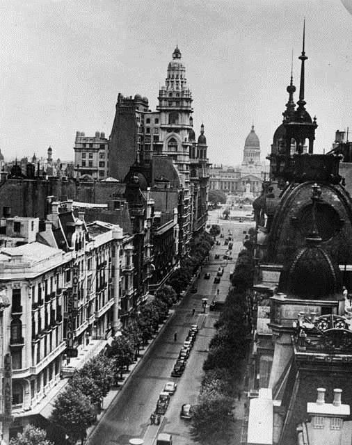 Una vista de la avenida con el Congreso de fondo. Foto: Ministerio de Educación de la Nación