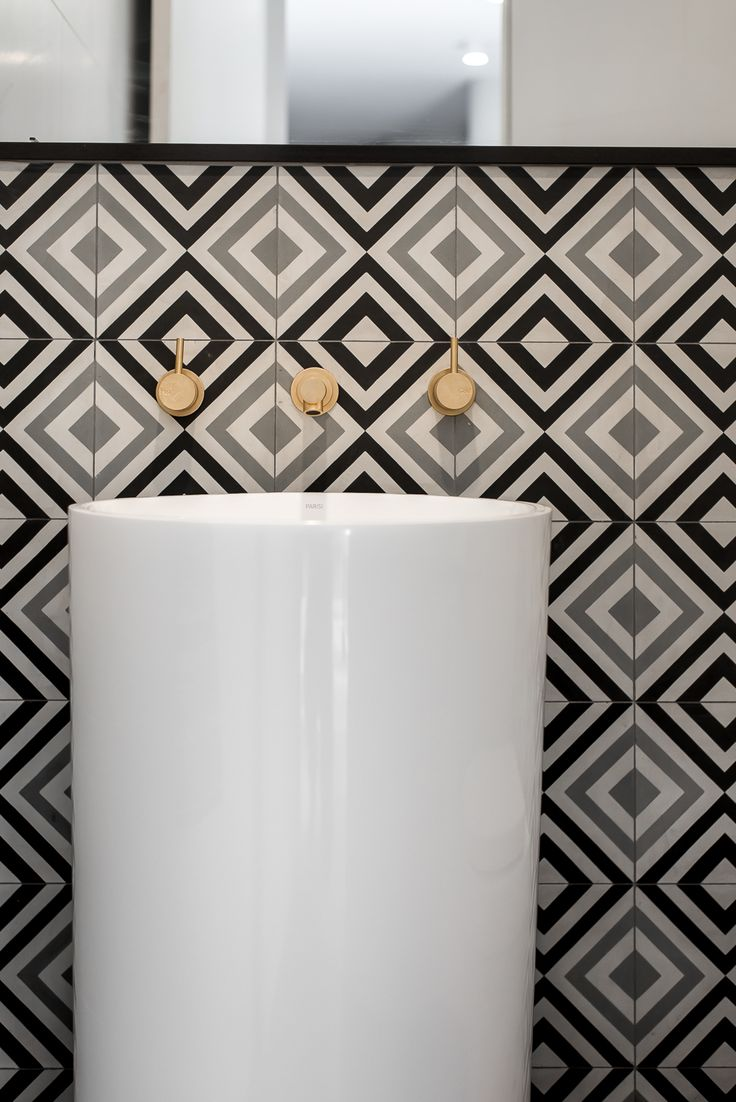 Applecross Residence by Studio Atelier - Feature tiles and brass tapware