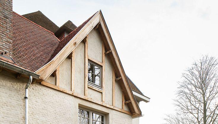 ABS Bouwteam heeft dertig jaar ervaring in het realiseren van hedendaagse woningen: van klassieke tot moderne villabouw op maat. De bouwaannemer adviseert bovendien, garandeert een vlotte projectopvolging en een hoog niveau van afwerking.
