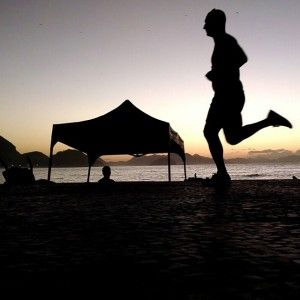 A grande maioria dos corredores não sabem como evitar lesões, torções de tornozelo, bolhas nos pés e aumentar seu desempenho nas provas de corrida de rua desde os atletas iniciantes até os corredores avançados nas distancias desde os 5km passando pelas corridas de 10Km, 16km Meia Maratona, maratonas e chegando as ultramaratonas, seja para um treino leve de corrida, até uma prova essa dica vai te ajudar a ganhar muito seja você um corredor de rua, montanha ou trailrun.