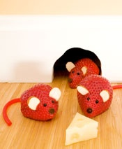 Strawberry mice ... cute for Valentines snack or Hickory Dickory Dock theme day