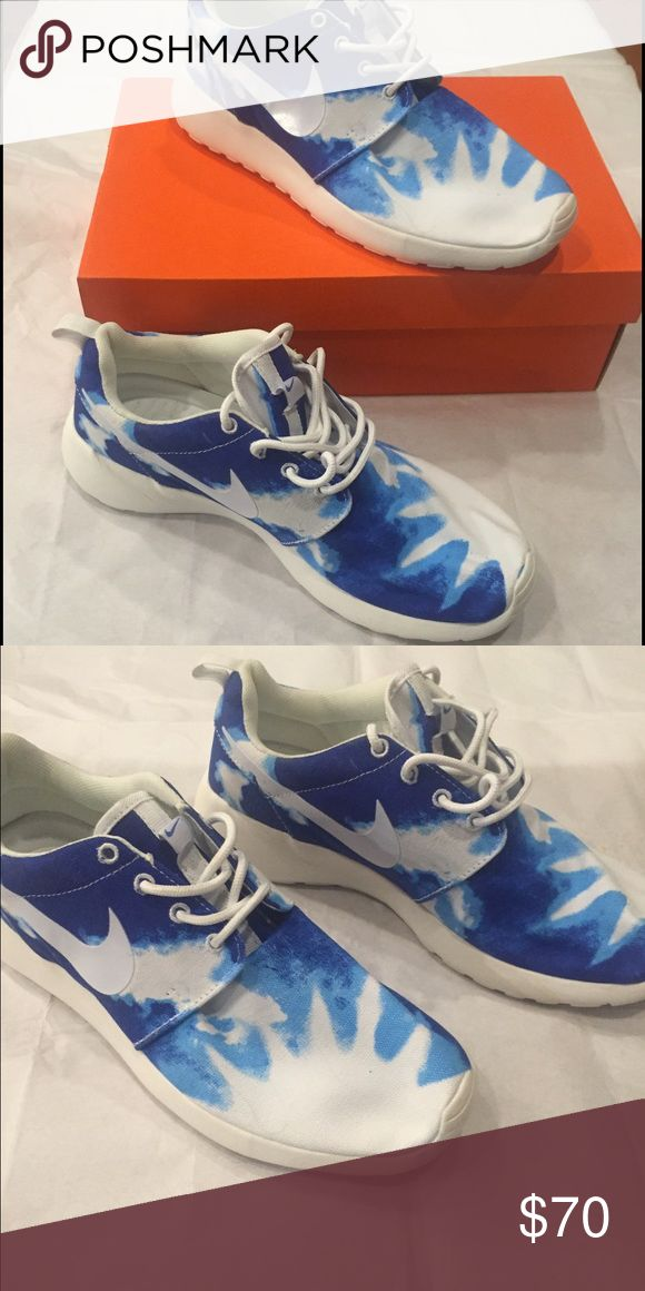 Roshe runs These are roshe runs. Have never been worn Roshe Runs Shoes Athletic Shoes