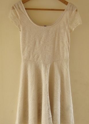 Kup mój przedmiot na #vintedpl http://www.vinted.pl/damska-odziez/krotkie-sukienki/10551161-hit-lookboka-kremowa-koronkowa-sukienka-hm