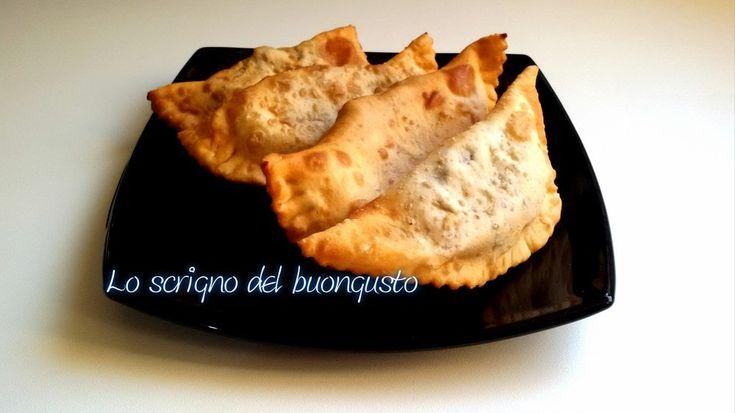 I cauciunitti fritti sono un dolce è tipico abruzzese e molto spesso lo troviamo soprattutto nel periodo natalizio. Provateli !