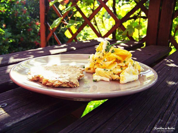 Jajecznica ze szczypiorkiem i placuszkiem ,,chlebowym'' ( 1 porcja: 166 kcal ) | Karolina w kuchni
