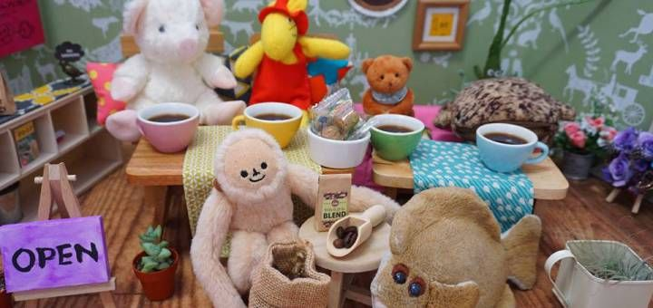 Este Café atiende Exclusivamente a Juguetes de Peluche! | Voxpopulix.com  #Curiosidades #Increíble