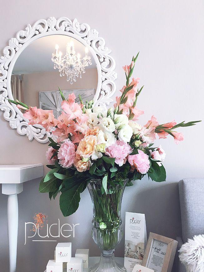 Rózsaszín virágkompozíció