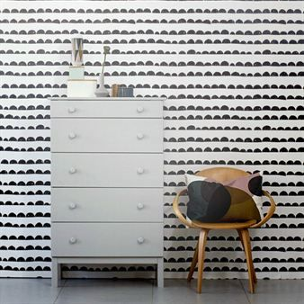 The Half Moon wallpaper from Ferm Living has a trendy design with a black and white pattern. It fits in every room and can easiliy be matched with some colorful details. This is also a WallSmart wallpaper that makes it easy to put up.