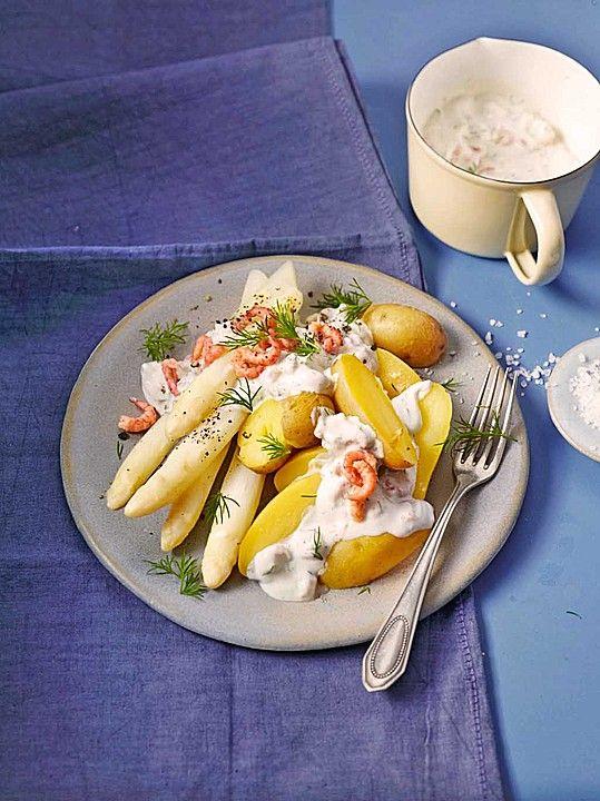 Frischer weißer Spargel mit Nordseekrabben und Kartoffeln