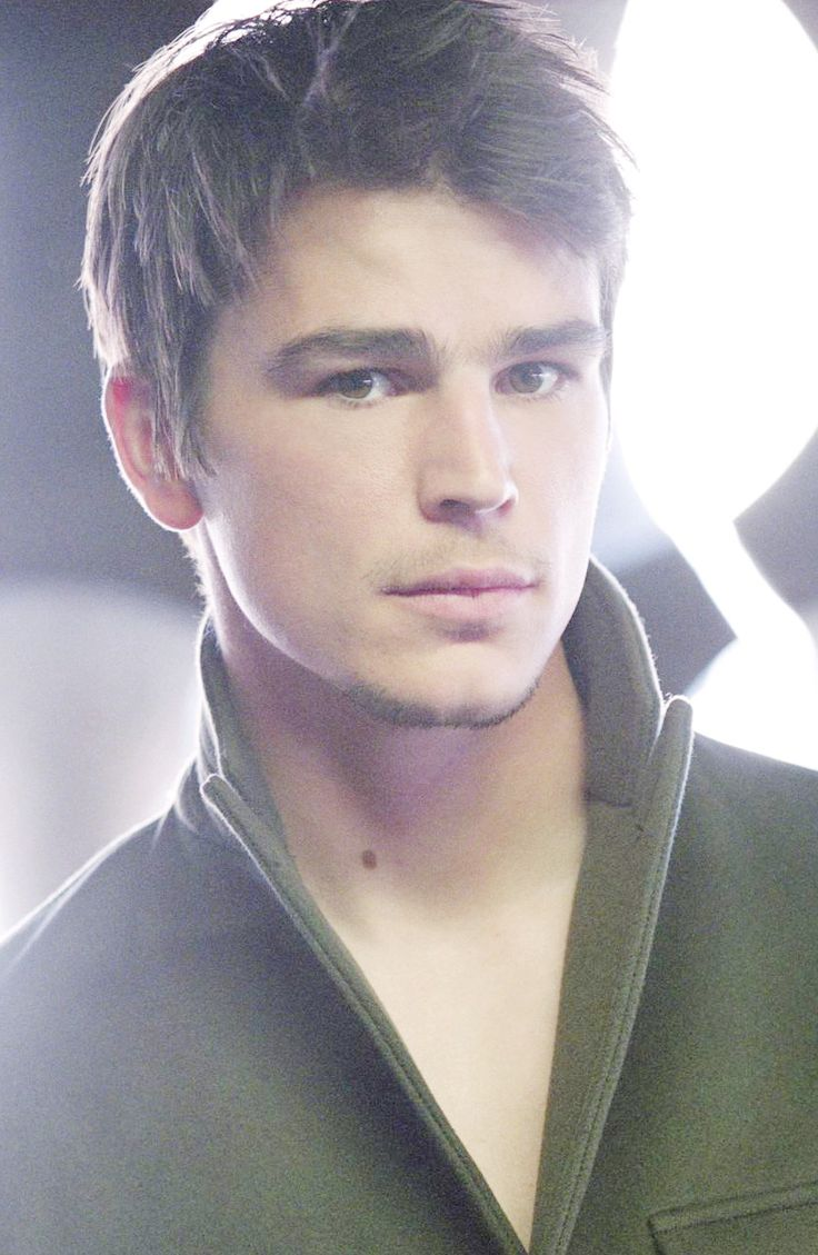 Josh Hartnett... reminds me of Avery