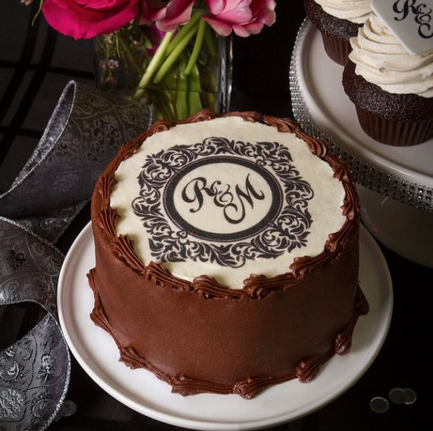A flavour to match any theme, and we've even got edible printing options to make your wedding cake perfect!