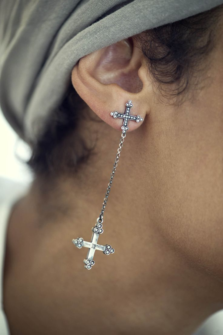 """Otto """"double protection"""" cross earring  #ottojewels #otto_jewels #givelove #fall #winter #collection #jewels #jewelry #style #hands #love #girl #woman #fashion #beautiful #cute #amazing #classy #double #protection #cross #earring #emerald"""