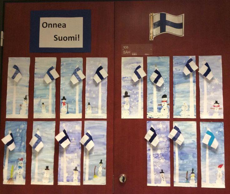 Lumiukot ja lumihiutaleet ensin valkoisella vahaliidulla puolikkaalle A3:lle. Sitten vesiväri. Lipputanko paperisuikaleesta ja lippu lankanakankaasta. Ristiin tein sapluunan jonka avulla lapset piirsivät ensin lyijykynällä ja sitten tavallisilla tusseilla sinisen ristin. Viimeistely lumiukkoon ja ympäristöön väriliidulla. (Alkuopettajat FB -sivustosta / Sanna Ohvo)