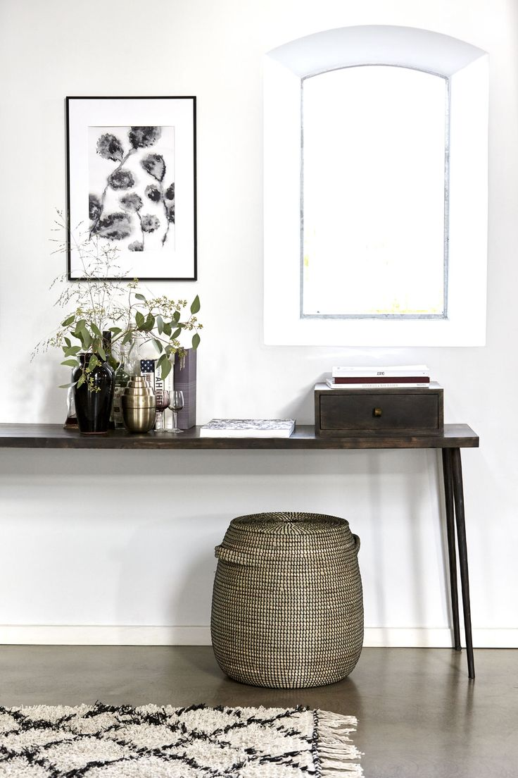 A workstation doesn't have to be a secluded space. It can easily be incorporated into your living room. A console table is perfect for creating a flexible workstation. And why not use the space under the table for storage. Decorative baskets with chunky weaves adds a personal and warm touch to the décor.