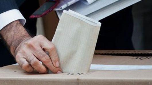 """Según el proyecto, se entenderá que la ciudadanía aprueba el plebiscito en caso de que la votación por el """"sí"""" obtenga una cantidad de votos mayor al 13% del censo electoral vigente y supere los votos depositados por el """"no""""."""