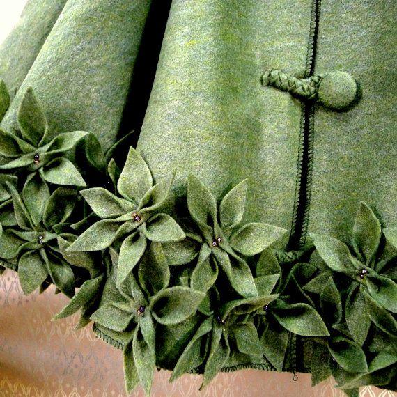 Felt tree skirt: Decor Style, Style Boards, Tree Skirts, Green Christmas, Christmas Trees Skirts, Felt Trees, Christmas Decor, Felt Christmas Trees, Felt Flowers