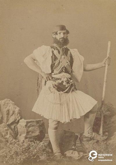 Α/Μ φωτογραφία άνδρα με φουστανέλα   /Μ φωτογραφία άνδρα με φουστανέλα. Δημιουργός: Moraites P. Συλλέκτης: Peloponnesian Folklore Foundation   Ίδρυμα: Europeana Fashion