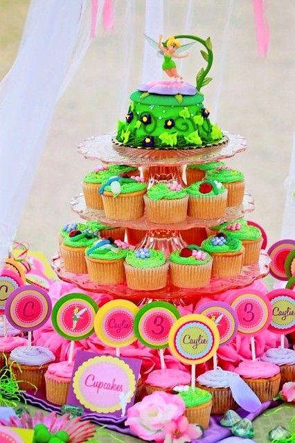 Torta de Tinkerbell. Cupcakes.y exhibidor.