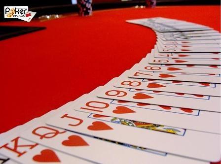 Evento casino empresa mesa poker con cartas