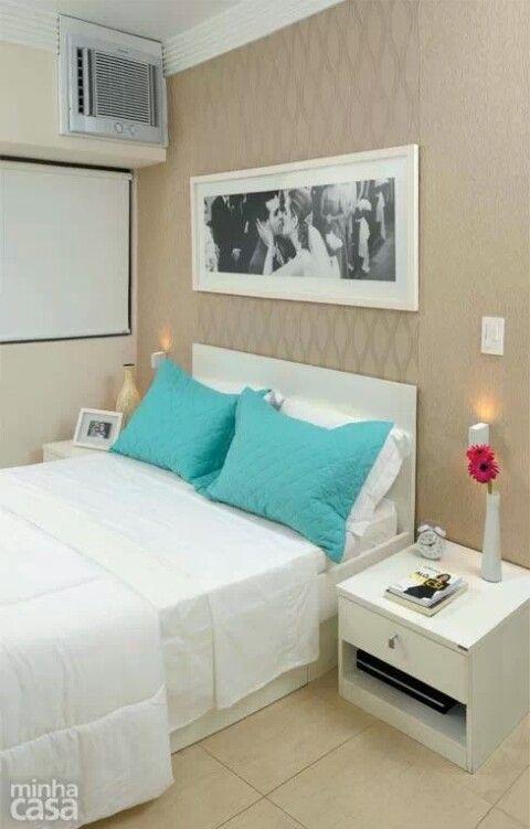 Quarto clássico, este quarto serve para admitir que pequenos detalhes fazem diferença: travesseiro com fronha azul celeste! Lindo!
