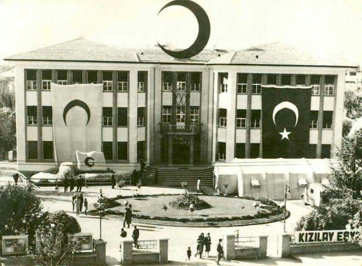 Kızılay Genel Müdürlüğü -1953.  İsmail Uğurlu Tunalı Koleksiyonu...  Tam ekran izlemenizi öneririm...