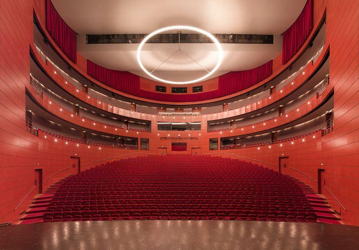 La symétrie des salles de spectacle
