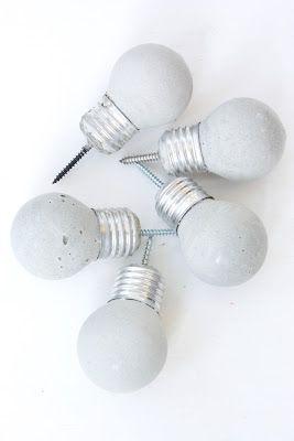 HJERTERO.com: Lyspæreknagger i betong