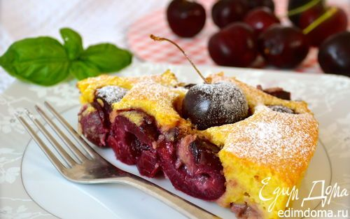 КЛАФУТИ С ЧЕРЕШНЕЙ // clafouti with black cherries // for 2:  cherries 200+ g to fill the bottom of 2 small cake forms;  50 g almond flour, 23 g flour; 30g sugar; 2 eggs (small); 117 ml milk; 17 g butter