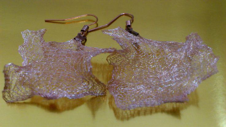 Descripción: Aros tejidos a crochet con hilo de cobre. Valor: $10.000 Alameda 1621 local 3 metro los héroes Whatsaap +56979052293