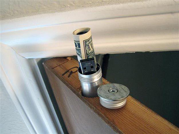 geheimes Versteck in der Tür... DIY Doortop Stash.