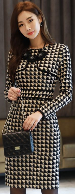StyleOnme_Monotone Patterned Slim Fit Dress #patterned #blackandwhite #dress #koreanfashion #kstyle #kfashion #feminine #seoul #falltrend