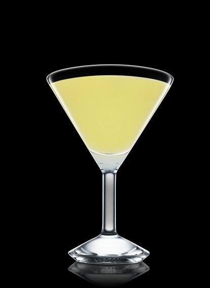 fiesta y relax con un Absolut Viejo.   Ingredientes:  4 partes de Absolut Vodka 2 piezas de jugo de limón 1 pieza de flor de saúco cordial 1 parte de almíbar  1 dash de licor de durazno 1 rodaja de limón Hielos  Preparación:  -Llena una coctelera Boston con hielos, añade todos los ingredientes y agita. -Cuela en una copa de coctel helada y decora con la rodaja de limón.