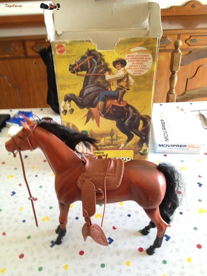 Vendo Cavallo di Big Jim con scatola in ottimo stato.  E' degli anni 70 con tutti i suoi accessori e coda e criniera pettinabili:NO PLASTICA.  Vendo per €100   spese di spedizione.  Accetto pagamento postepay.