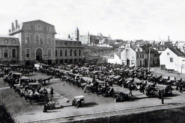 Halle Montcalm (marché construit en 1887), Place D'Youville en 1890