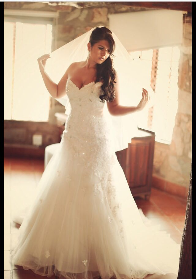 To finish off the gorgeous Sophia Tolli,Jillian gown. My something borrowed was my sister veil that she wore on her wedding day.