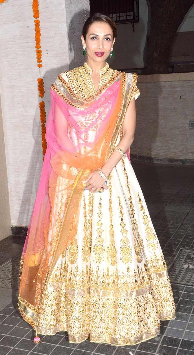 Malaika Arora Khan in a stunning traditional avatar at Soha Ali Khan, Kunal Khemu's wedding reception. #Bollywood #Fashion #Style #Beauty
