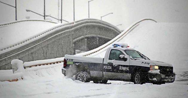 Durante la víspera y madrugada de hoy, comenzó lacaída de nieveen 18 municipios de la zona norte, noroeste y occidente deChihuahua, que ha causado elcierrede tres tramoscarreteros,informó el gobierno del ...
