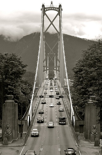 Lions Gate Bridge, Vancouver, BC, Canada. Photo: alternakive.