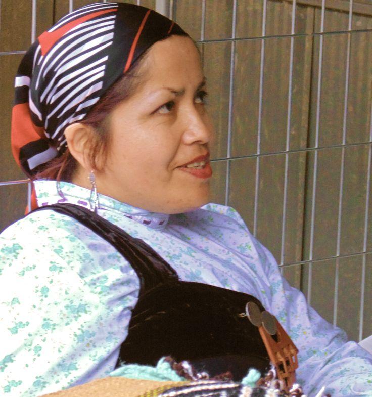 "Artesana en textiles #SemillaLibre #ProductoNatural #campesino #artemapuche #artesania #mapuche #feria #local  ---- ""FERIA WE NEWEN"" Padre Las Casas, Araucanía. Chile"