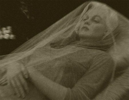 Rumor: Photograph shows a deceased Marilyn Monroe in her funeral casket.